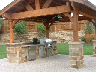 How to get the perfect outdoor kitchen